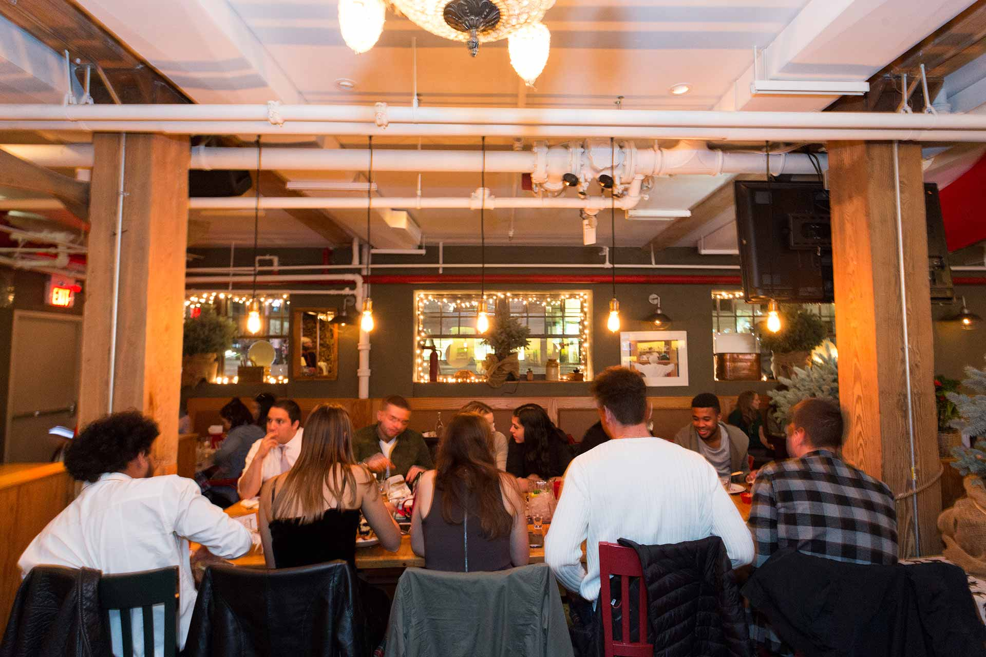 Toronto-Wedding-Venue-Casual-Group-Dining-The-Fifth-Pubhouse